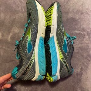Brooks Ghosts size 10